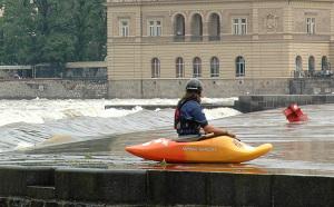 kajak v Praze u Karlova mostu